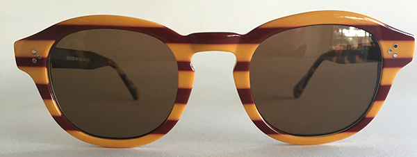 Retro round glasses with keyhole front