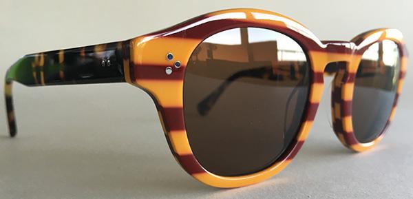 Retro round glasses with keyhole