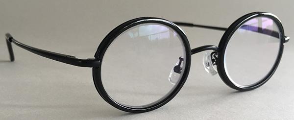 Round black glasses 3-4 view